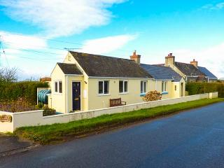 NUTKIN COTTAGE, all ground floor, Rayburn, off road parking, garden, in Cresswell Quay, Ref 916258