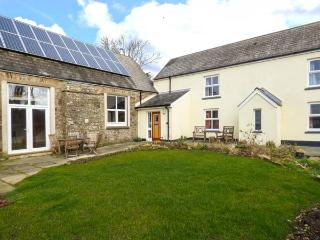 SCHOOL HOUSE, stone cottage, multi-fuel stove, en-suites, off road parking, garden, in Spittal near Haverfordwest, Ref 918918