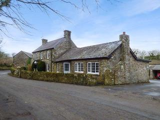STONE LODGE, open fire, WiFi, pet-friendly homely cottage near Nolton Haven, Ref