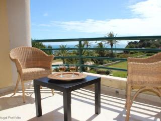 Ocean Eight - Holiday Apartment With Shared Pool, Cascais