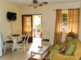 2 Bed Apt near Dover Beach - No.2 Balcony Rock
