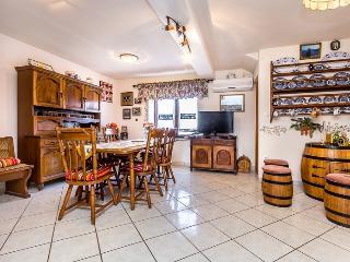 Apartment Vally for 5, Rakalj