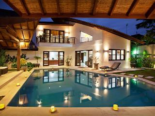Seminyak Center 3 bedrooms villa Promo Rate