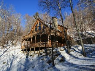 Scenic Serenity 4 bedroom cabin with a Grandfather Mtn view!, Vilas