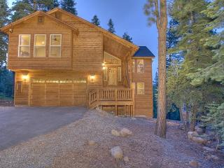 Ridgeline - Spacious 4 BR with Hot Tub and Peek Lake Views - Sleeps 10, Carnelian Bay