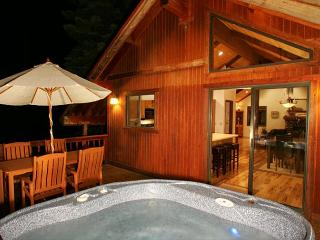 Tahoe Woods - 3 BR w/ Hot Tub with Tahoe Park HOA - Dogs OK!