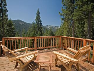 Twin Peaks - Stunning Views at this Large 5 BR Home w/ Hot Tub - Sleeps 14!, Tahoe City