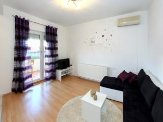 Apartment Ema private parking, WiFi, BBQ, quiet location, Zadar