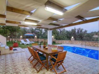 Beautiful villa in a quiet location, private pool, Réthymnon