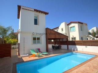 Orestiada 2 bed, sleeps 5, close to all amenities