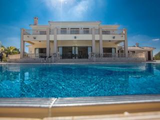 Villa Jorja, Sleeps 14 in Protaras center