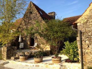 L'OSTALET :  MAISONNETTE près de SARLAT, Castels