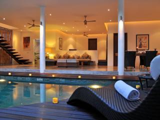 Promo Rate Seminyak Beach Villa