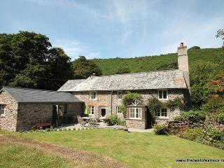 Poocks Cottage, Nr Malmsmead - Rural property on Exmoor to 'get away from it all' - Sleeps 5, Lynton