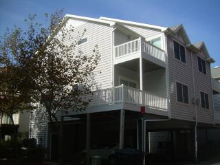 Just Beachy 4 bedroom 3 bath townhouse, Ocean City