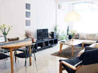 Nikolas apartment at city's heart (2BD)