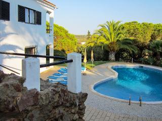Vivenda Peral, 6 Quartos e piscina privada, Porches, Lagoa