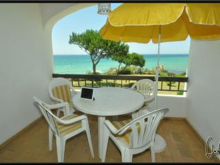 Beach Front Townhouse with 3 Bedrooms, Armação de Pêra