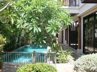 Tropical Pool Villa - Rawai, Nai Harn