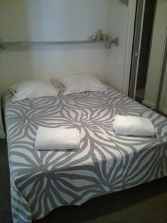 Room 'grise', double bed 160