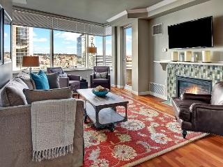 Metropolitan Tower Penthouse - Luxury Living in the Heart of Urban Seattle