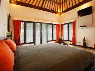 Luxurious Beachfront 2 Bedroom Villa, Gianyar