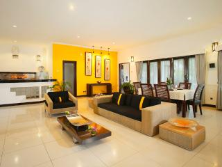 Romantic beachfront resort - 2 bedroom Pool Villa