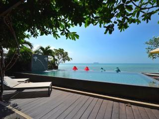 Luxury 3-bedroom beach-front villa + infinity pool, Ang Thong