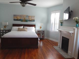 Thomas Square Charmer Sleeps 8 in Hipster SoFo up, Savannah