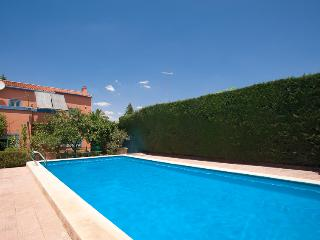 Perfectly located villa with pool, Alcalá de Guadaira