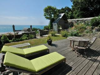 The top deck above the cottage
