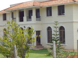 Quiet Vacation House in a Farm and Hill Setting, Coimbatore