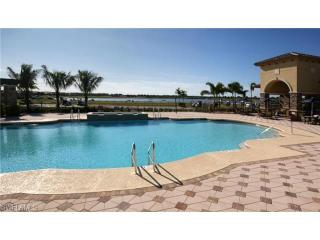 **Unlimited Golf, Tennis** - 2BR/BA + Den, Naples