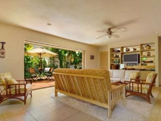 Kipuka Hale private home, both bedrooms have ensuite bathrooms and a/c. Remodeled! Free car with stays 7 nts or more*, Poipu