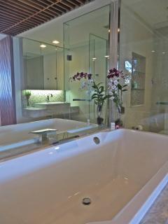 Master Bedroom Ensuite Spacious Spa Bathroom