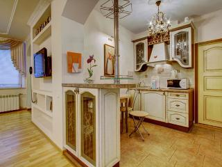 Gorgeous 2 bedroom apt on Nevsky pr (370)