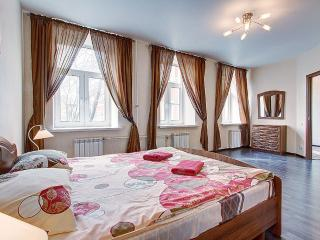 2-bedroom on Nevsky prospect (335), St. Petersburg