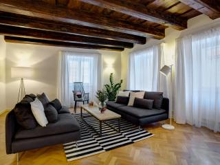 One-Bedroom Elegant Apartment, Praga
