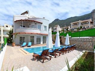 Holiday Villa in Kiziltas / Kalkan, Sleeps 10 :072