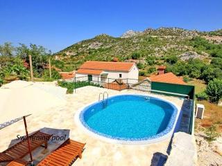 Dalmatian stone villa with pool
