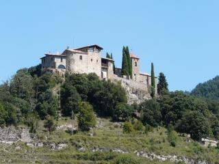 Llaes Castle Xth c. 11-16 people./Castillo de Llaes Siglo X- 11-16 personas