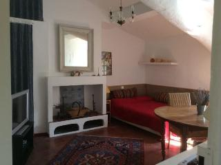 APARTMENT RENTAL: STUDIO, SLEEPS 4 IN AIX-EN-PROVE