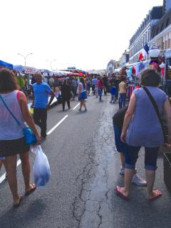 Vide Grenier (Sales) in Harbour area