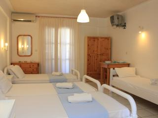 12 Studio 1min from Kamari beach