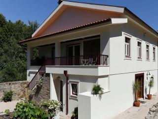 Luxury waterfront villa, private pool, boat, kayak, Gois