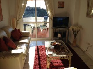 Benalmarina - Modern 2 Bed  Apartment with Air Con, Benalmádena