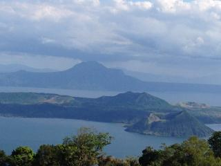 A Million Dollar Taal Lakefront View -Tagaytay SM, Laurel