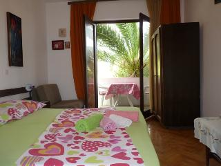 4 - Apartment with sea view balconies, near sea, Jelsa