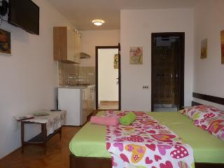 1.Sea view balcony, room, WC, kitchen, WiFi, TV, Jelsa