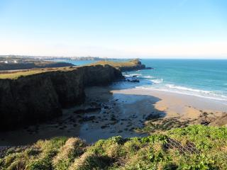 Porth holiday rental. sea, sand and surf! Close to Porth and Lusty Glaze Beach